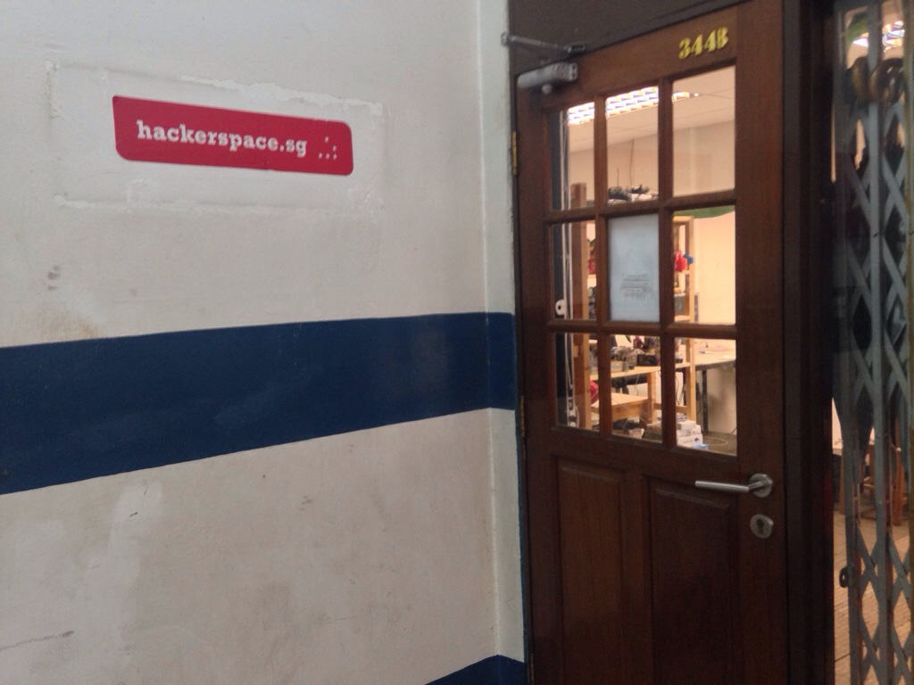 会場となったHackerspace.sgは、招待のみ、お家みたいな雰囲気のコワーキングスペース