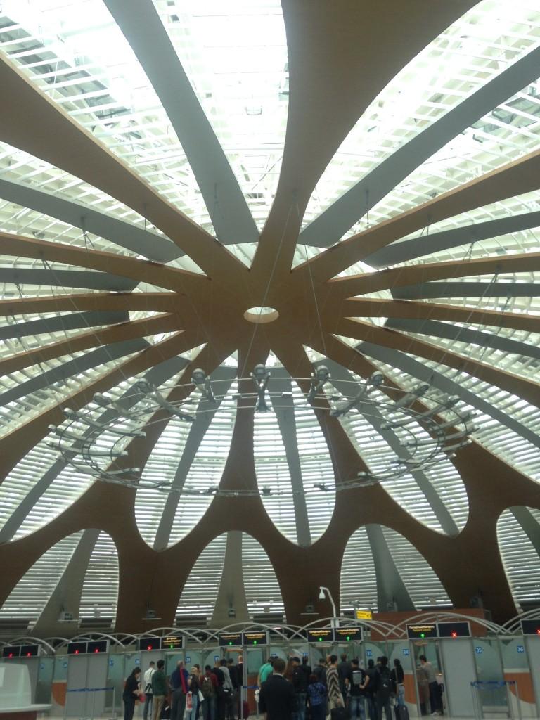 モスクワの空港の天井かっこいい