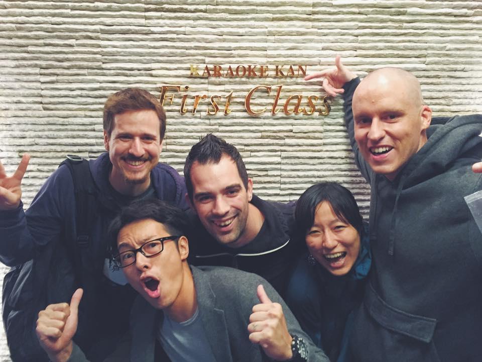 カラオケ館にて。Noel さんは一番右。左上から Mike Schroder さん、清野奨さん、Marko Heijnen さん、筆者。